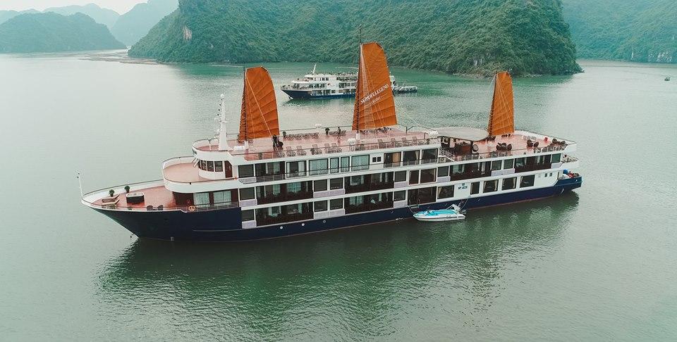 Tàu Du lịch Hương Hải sealife nơi nghỉ đêm ngắm vẻ đẹp thiên đường tại vịnh hạ long Việt Nam
