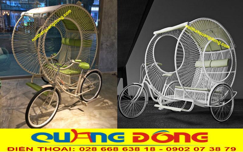 Xe đạp đan thủ công bằng nhựa giả mây trang trí cho ngày khai trương quán cafe cực lạ