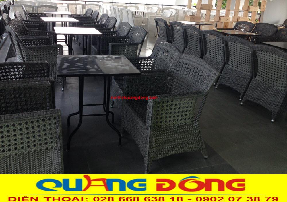 Không gian quán cafe thêm sang trọng với bộ bàn ghế giả mây cao cấp