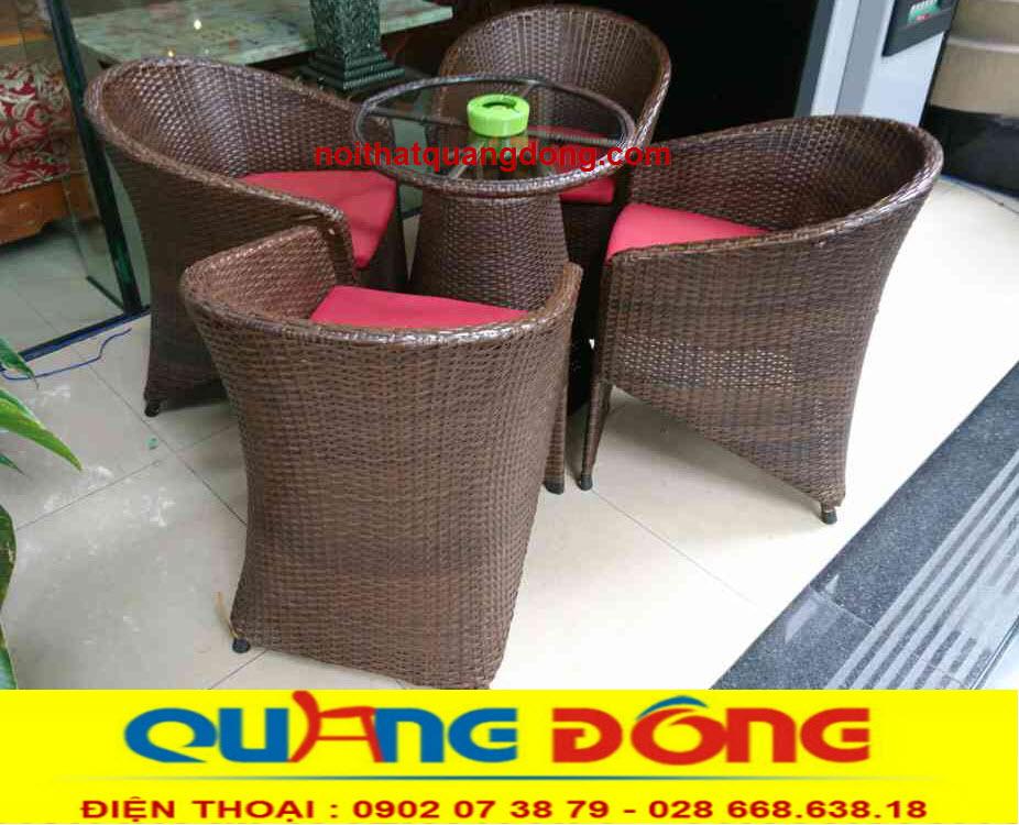 bàn ghế giả mây QD-098 màu nâu giả gỗ rất hợp với quán cafe, cho bạn thêm lựa chọn
