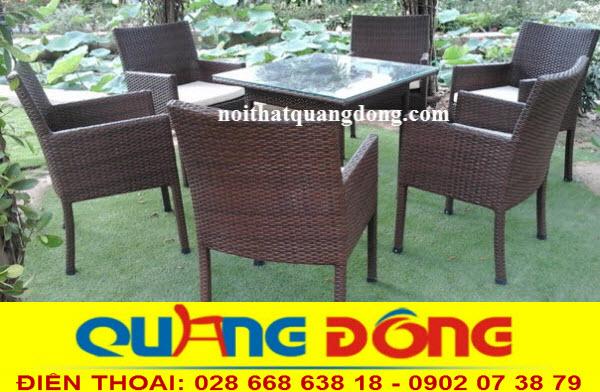 Gam màu nâu giả gỗ của bộ bàn ghế giả mây QD-198 gồm 6 ghế 1 bàn khá phù hợp với không gian sân vườn mang thiên nhiên tới gần bạn hơn