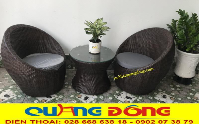 Bộ bàn ghế trứng giả mây QD-211 sử dụng 2 ghế và 1 bàn cho những không gian khiêm tốn như ban công, sân thượng