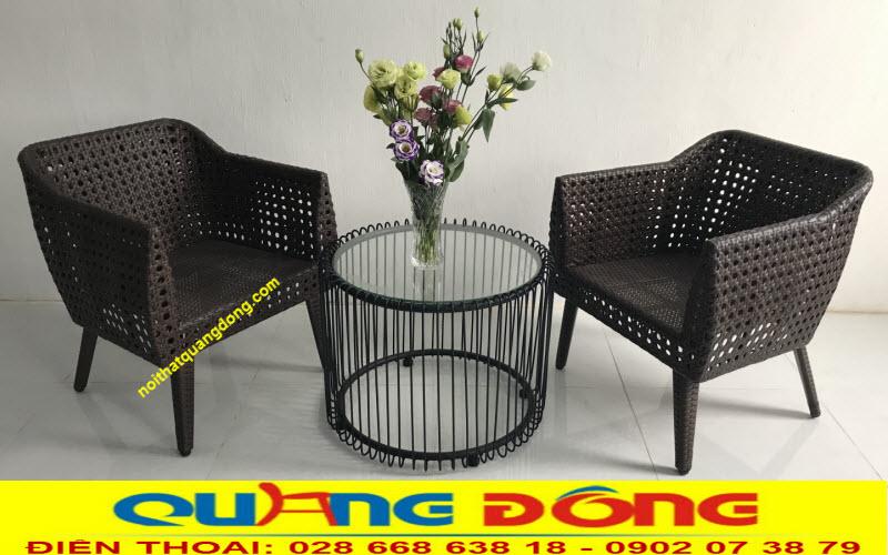 Mẫu ghế giả mây đan mắt cáo tỷ mỷ bền đẹp, với kiểu dáng hoàn toàn mới lạ bộ bàn ghế giả mây QD-268 được nhiều khách hàng yêu thích