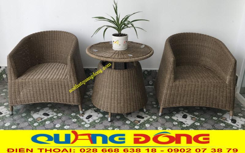 Mẫu bàn ghế giả mây dùng cho nội và ngoại thất quán cafe 2 ghế 1 bàn