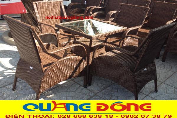 Bàn ghế giả mây QD-272 thuộc dòng ghế mây nhựa cao cấp, sản phẩm chuyên dùng cho quán cafe, khu resort