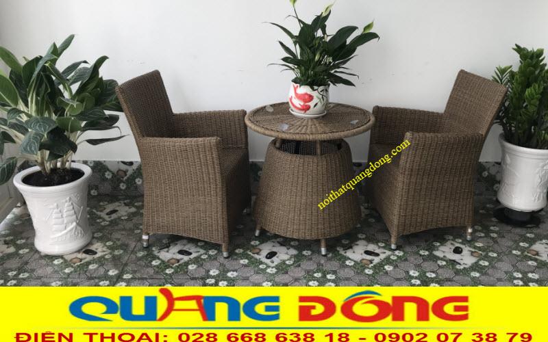 Bộ bàn ghế giả mây QD-273 đan sợi dây nhựa tròn 3,2ly tone màu nâu mốc tự nhiên, đẹp cho ngoại thất sân vườn