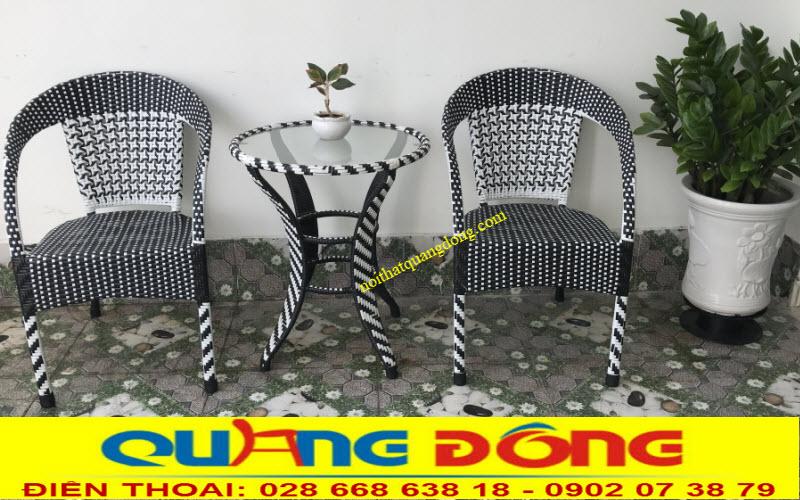 Bộ bàn ghế giả mây QD-281 ưu điểm có thể xếp chồng gọn từ 7-10 sản phẩm rất tiện lợi cho quán cafe sân vườn