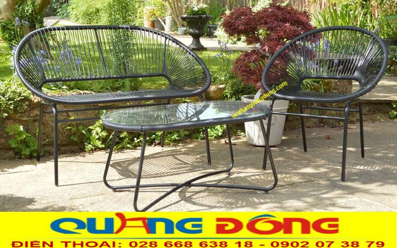 Mẫu bàn ghế dùng cho sân vườn ngoài trời bằng nhựa giả mây đan lát thủ công mỹ nghệ