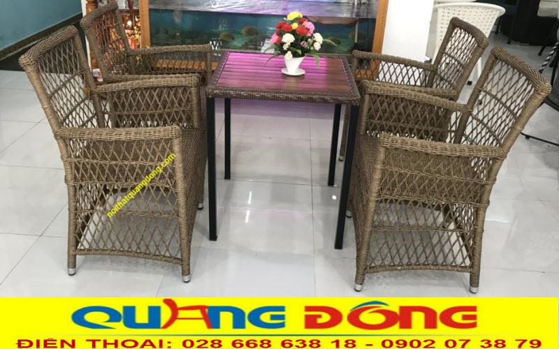 Bộ bàn ghế giả mây QD-293 đan sợi nhựa tròn 3,5mm cực bền và thoáng nhờ được sử dụng kiểu đan kazo