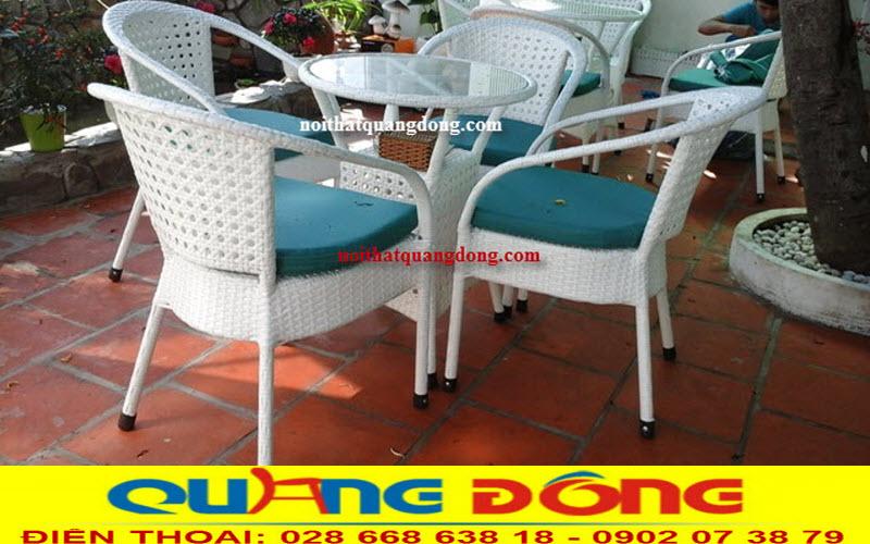 Bộ bàn ghế giả mây QD-296 gam màu trắng tinh khôi sang trọng cho không gian sân vườn quán cafe