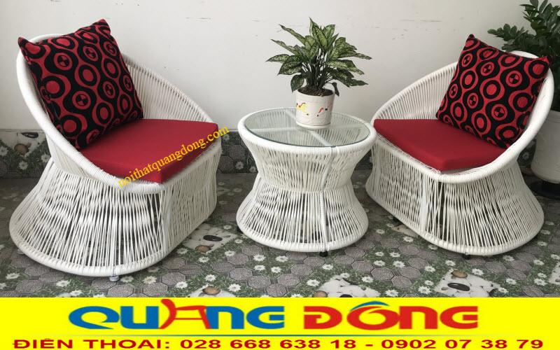 Mẫu ghế giả mây đan sợi tròn dùng cho sân vườn ngoài trời tone màu trắng tinh khiết