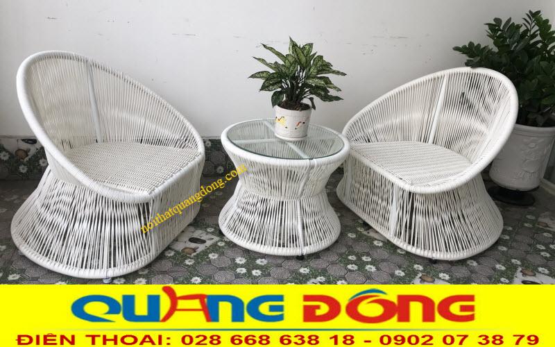 Bộ bàn ghế mây nhựa QD-307 tone màu trắng tinh khôi tạo điểm nhấn đẹp cho không gian ngoại thất