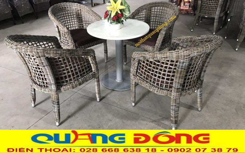 Mẫu bàn ghế giả mây QD-315 đan sợi mây nhựa bản tròn 3,5 ly kết hợp kiểu đan kazo độc đáo tạo cảm giác thoáng đãng cho người sử dụng