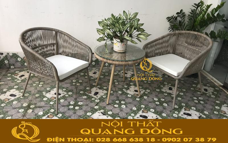 Mẫu bàn 2 ghế cho ban công, sân vườn bằng nhựa giả mây sợi tròn cao cấp QD-328