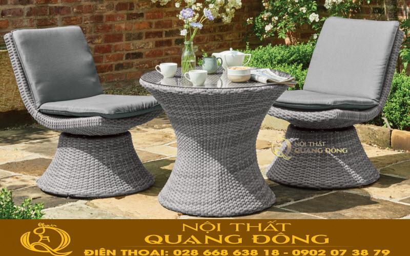 Bộ bàn ghế giả mây QD-335 được thiết kế mâm xoay 360 độ, sản phẩm dùng cho văn phòng hay sân vườn đều được