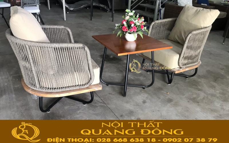Bộ bàn ghế giả mây QD-339 mang thiết kế hoàn toàn mới lạ vô cùng độc đáo sang trọng được thiết kế sản xuất bởi Nội Thất Quang Đông