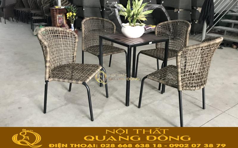 Bàn ghế giả mây QD-340 sản xuất tại Nội Thất Quang Đông sản phẩm được đan sợi mây nhựa tròn siêu bền chịu mưa nắng