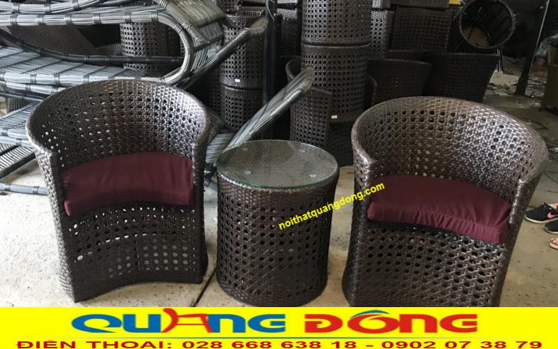Bàn ghế mây nhựa ngoài trời được sản xuất thủ công mang vẻ đẹp độc lạ rất riêng