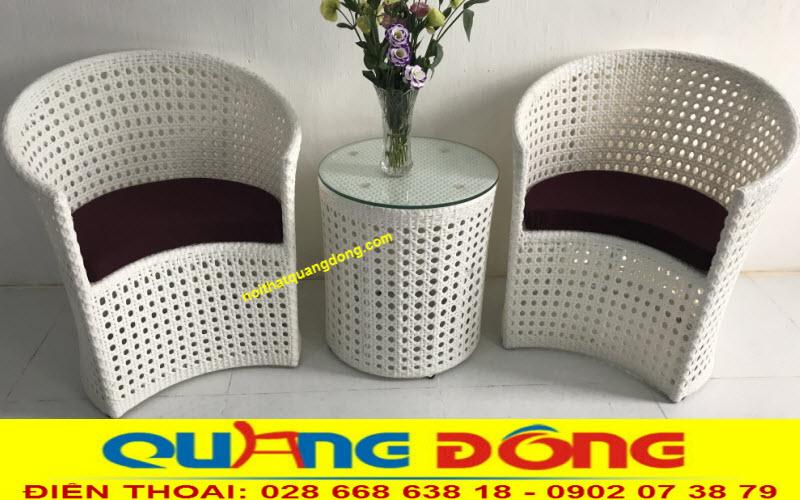 Bộ bàn ghế nhựa giả mây QD-344 được đan mắt cáo thủ công bằng tay mang nét đẹp rất riêng