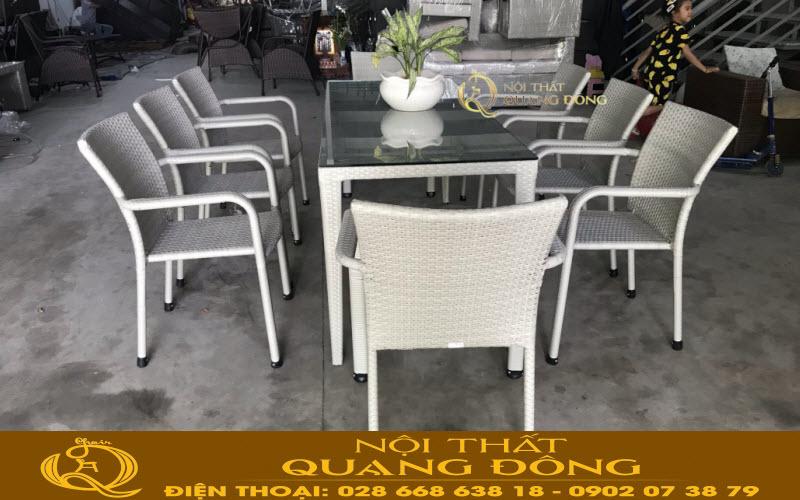 Bộ bàn ghế giả mây QD-351 tiện lợi bàn có thể dùng làm bộ bàn ghế cafe cho những sảnh lớn hay làm bộ bàn ăn ngoài trời cho gia đình