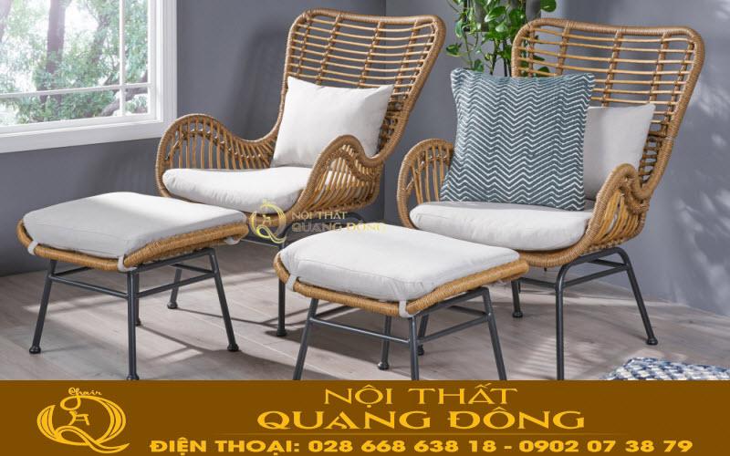 Mẫu bàn ghế  giả mây QD-356 được thiết kế thêm 2 đôn rời kèm theo vô cùng tiện nghi, bạn có thể gia tăng chỗ ngồi hay làm chiếc đôn gác chân thư giãn
