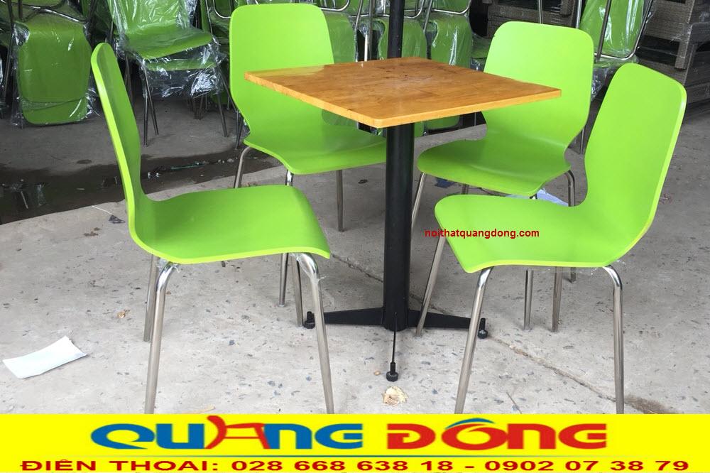 Bộ bàn ghế gỗ khung sắt QD-012 bàn vuông được ghi hình tại xưởng của Nội Thất Quang Đông
