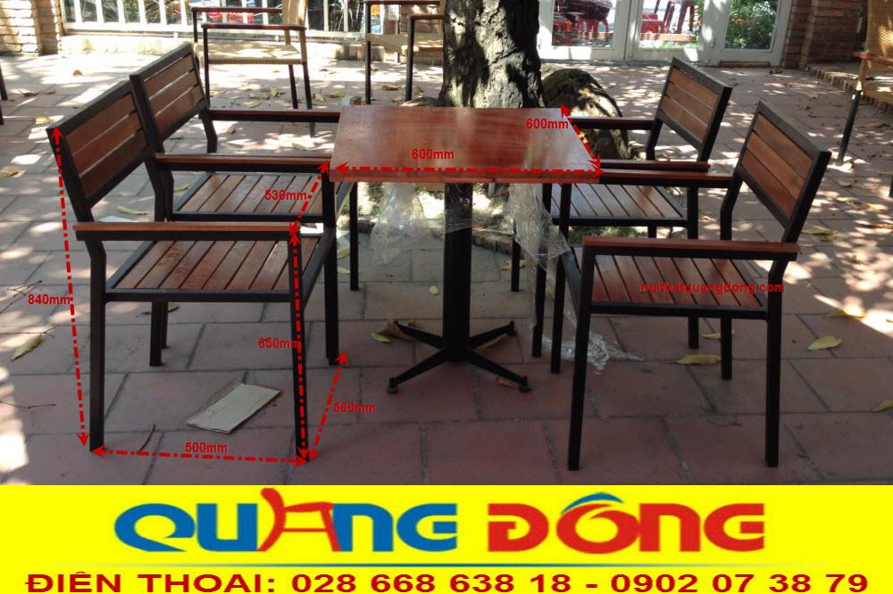 Quy cách chuẩn của bộ bàn ghế gỗ khung sắt QD-01, sản phẩm chuyên dụng cho quán cafe sân vườn sản xuất cung cấp bởi nội thất quang đông