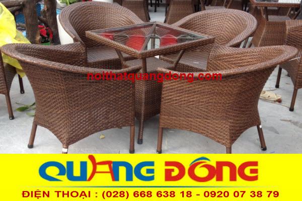 bộ bàn ghế giả mây QD-074 này kiểu dáng rất sang trọng nhưng giá lại rất rẻ độ bền vượt trội