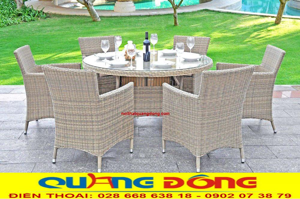 Bộ bàn ghế giả mây Qd-2018 với 6 ghế 1 bàn tròn, khá phù hợp với sân vườn, bàn có thể dùng làm bộ bàn ăn cho gia đình