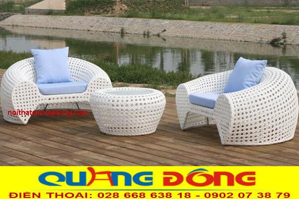 Bàn ghế trang trí cho ngoại thất sân vườn bằng mây nhựa, bộ bàn ghế giả mây QD-2025