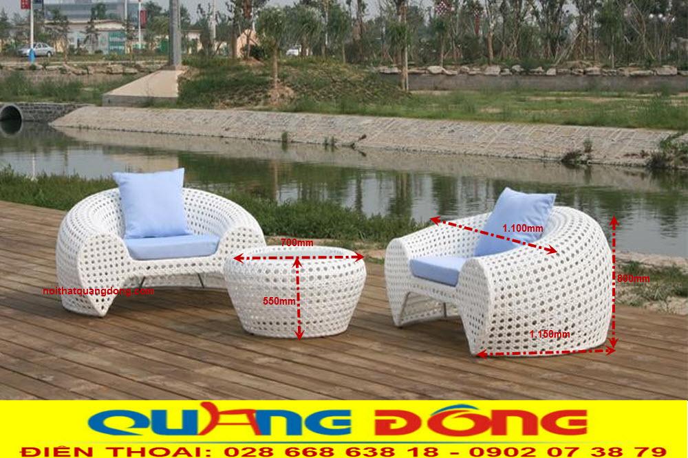 Đứng trong top mẫu ghế mây nhựa dùng cho ngoài trời sân vườn mang kiểu dáng mới lạ độc đáo, bộ bàn ghế giả mây QD-2025 với gam màu trắng nổi bật không gian ngoại thất