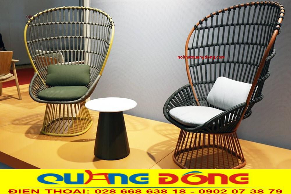 Khác hản với những mẫu ghế giả mây thông thường, Bộ bàn ghế giả mây QD-2026 được làm bằng dây dù dạng thun co giãn chắc chắn bền đẹp, vô cùng lạ mát và độc đáo