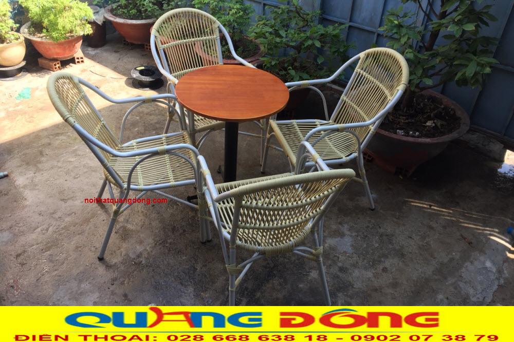 Ghế mây nhựa sản phẩm không thể thiếu quán cafe sân vườn, hay những khu resort. Bộ bàn ghế giả mây QD-2038
