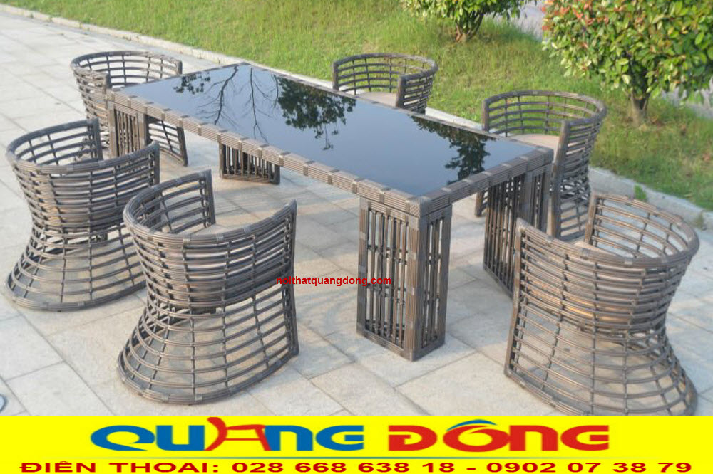 Bộ bàn ghế giả mây QD-2044 là mẫu ghế dùng cho ngoại thất sân vườn khu resort, quán cafe. kiểu dáng mới lạ độc đáo