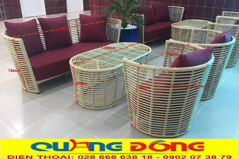 Bộ sofa giả mây QD-2053 được sản xuất khung bằng thép sơn tĩnh điện, đan sợi nhựa giả mây cao cấp bản lớn 14 ly tạo vẻ thô cứng rất giống với mây tre tự nhiên