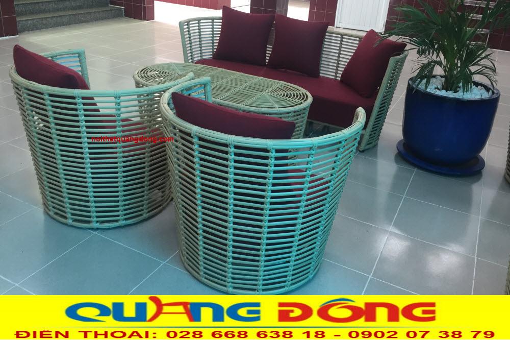 Bộ bàn ghế giả mây QD-2053 đan sợi nhựa bản lớn giống tới 99% so với mây tre tự nhiên