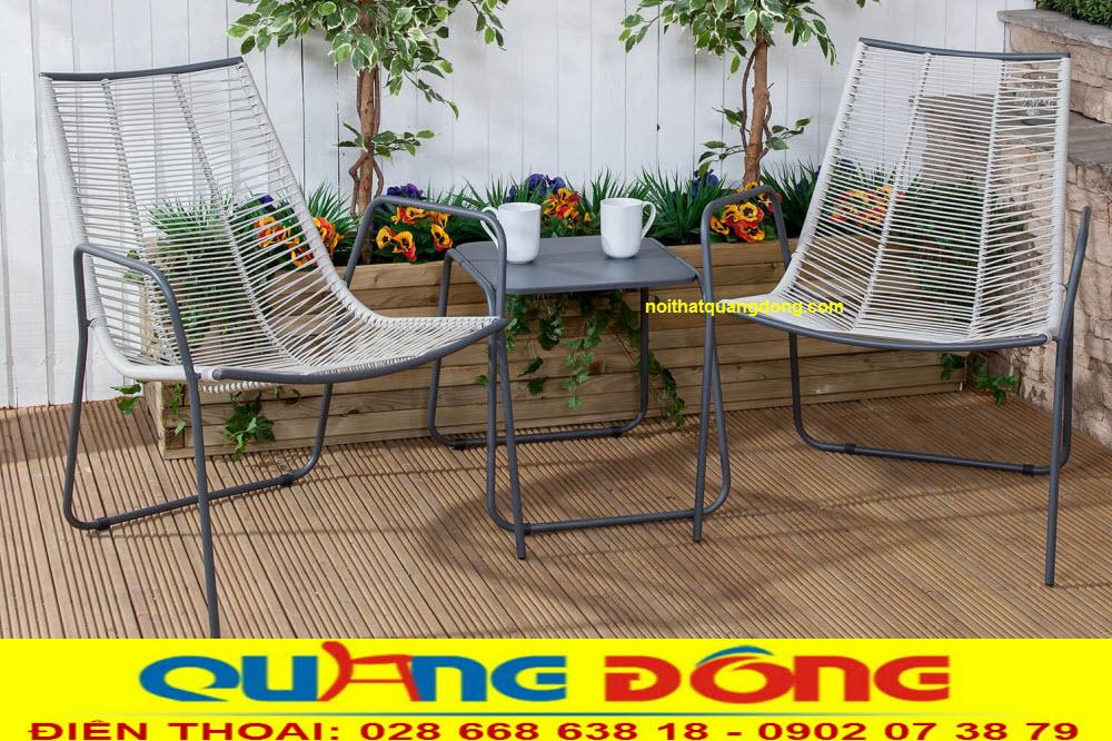 Bộ bàn ghế giả mây QD-2060 được sử dụng sợi nhựa tròn 3-3,5mm có chất kháng UV tia cực tím, chịu mưa nắng ngoài trời