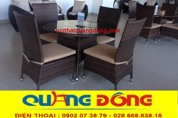 Với màu nâu giả gỗ cũng rất hợp với kiểu dáng của bộ ghế giả mây QD-209
