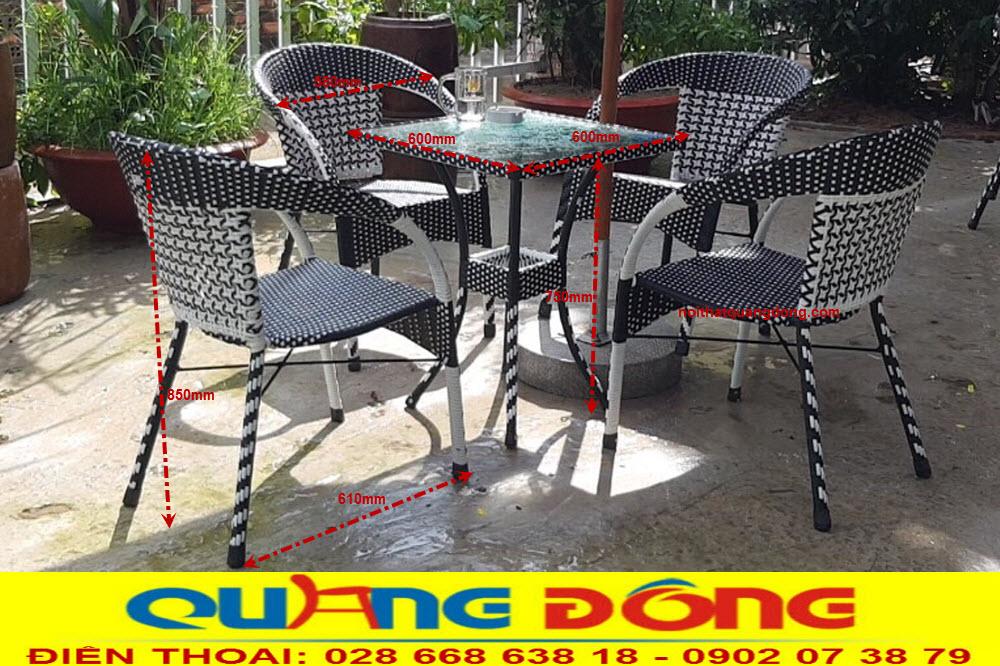 Bộ bàn ghế giả mây QD-281 được sử dụng bàn vuông, thêm lựa chọn cho những quán cafe sân vườn