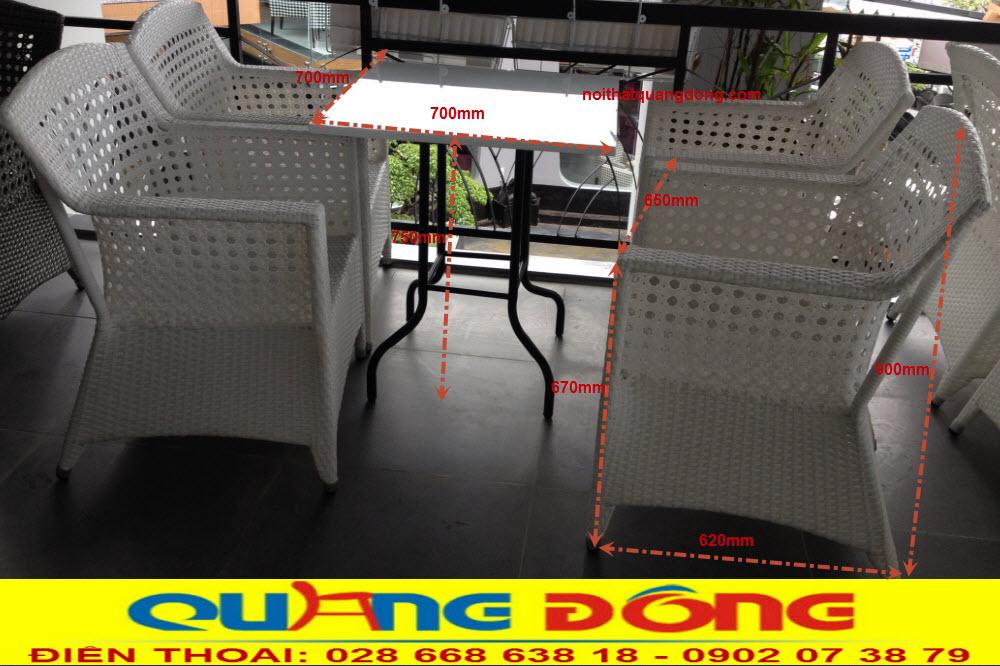 Kiểu đan mắt cáo được áp dụng cho mẫu bàn ghế giả mây QD-303 tạo nên sự sang trọng và đẳng cấp