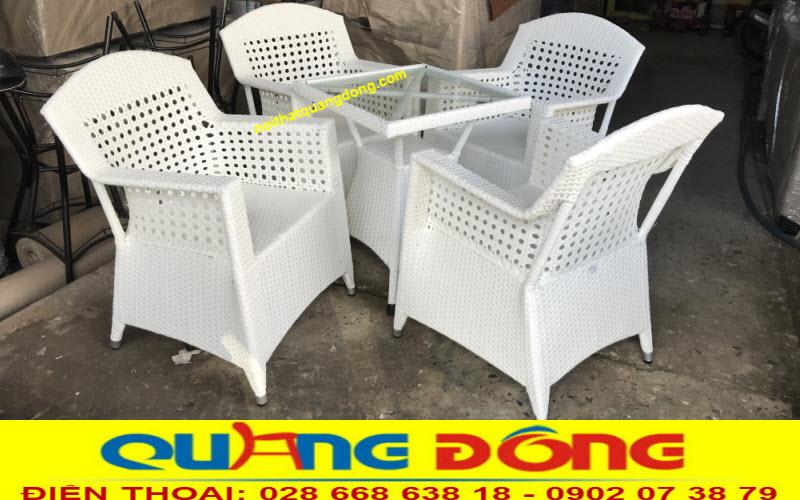 Mẫu ghế mây nhựa màu trắng đẹp, bộ bàn ghế giả mây QD-303 ghi hình tại xưởng Nội Thất Quang Đông