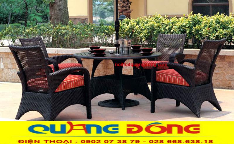 Bàn ghế giả mây ngoài trời được khách sạn, khu resort ưa chuộng bởi độ bền và khả năng chịu mưa nắng, mẫu bàn ghế giả mây QD-321 màu nâu