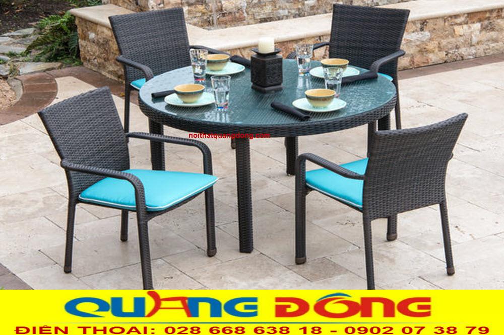 Bộ bàn ghế nhựa giả mây QD-326 gam màu đen nệm xanh, đẹp cho sân vườn ngoài trời