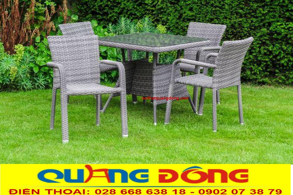Bàn ghế giả mây chuyên dùng cho sân vườn ngoài trời quán cafe, khu resort. Bộ bàn ghế giả mây QD-326 màu xám trang nhã