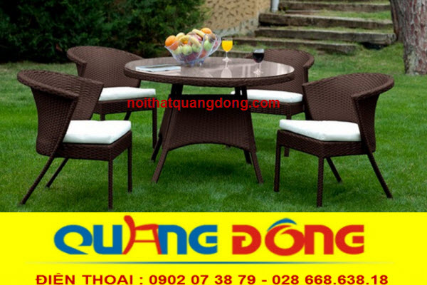 bàn ghế cafe sân vườn bằng nhựa giả mây rất sang trọng và tinh tế , độ bền cao mẫu mã đẹp, mà giá thành thì rẻ bình dân nên ngày càng được ưa chuộng