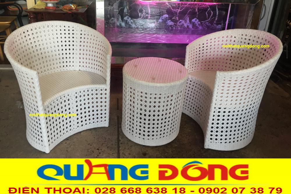 Bộ bàn ghế giả mây QD-344 với phần khung bằng nhôm sơn tĩnh điện, đan sợi nhựa giả mây cao cấp kháng uv tia cực tím, chịu mưa nắng cực tốt