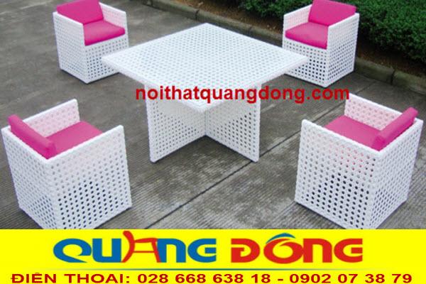 Khu vực sân vườn ngoài trời thêm sang trọng với mẫu bàn ghế giả mây QD-355 màu trắng