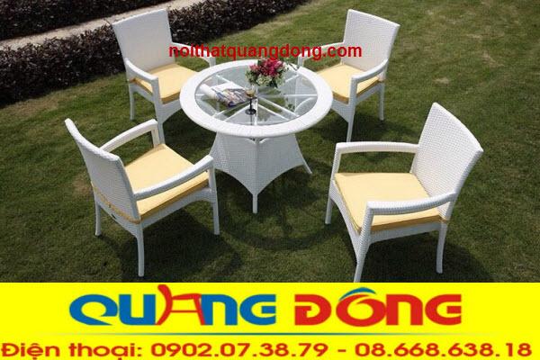 gam màu trắng của bộ bàn ghế giả mây QD-358 thích hợp cho rất nhiều không gian quán cafe, hay những khu resort, nếu bạn dùng cho khu vực sân vườn ngoài trởi thì càng tuyệt vời hơn nữa bởi màu trắng sẽ tạo điểm nhấn ấn tượng cho mọi góc nhìn