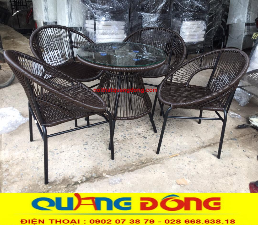 Bàn ghế giả mây QD-361 đan sợi nhựa tròn chắc chắn, bền đẹp kiểu dáng ghế được thiết kế lạ mắt đẹp cho mọi góc nhìn