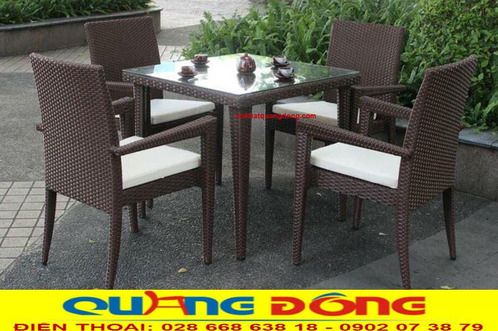 Bàn ghế giả mây cao cấp dùng cho khu vực sân vườn quán cafe, khu resort. chịu mưa nắng êm thoáng cho người sử dụng